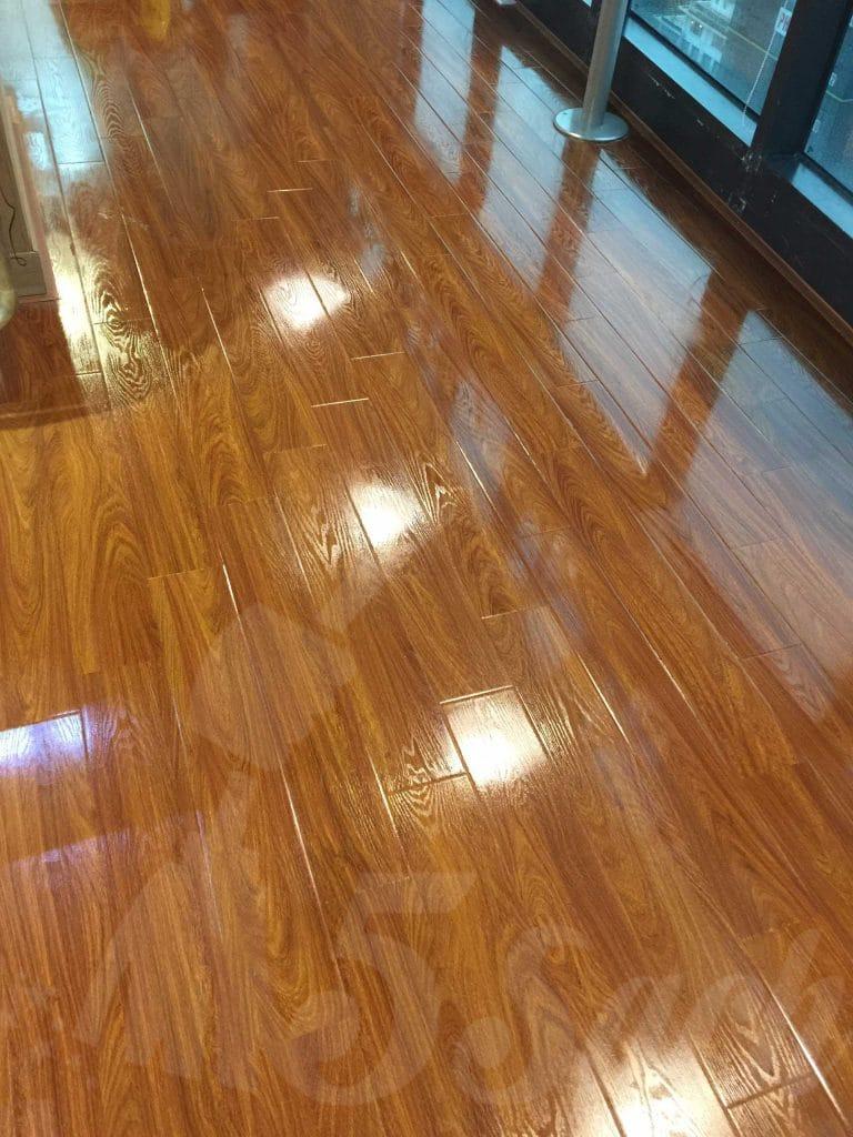 Bạn nên đánh bóng sàn gỗ định kỳ